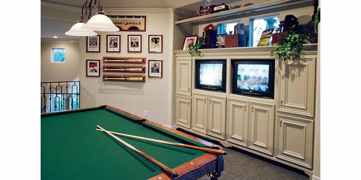 Billiard-Room-with-TVs